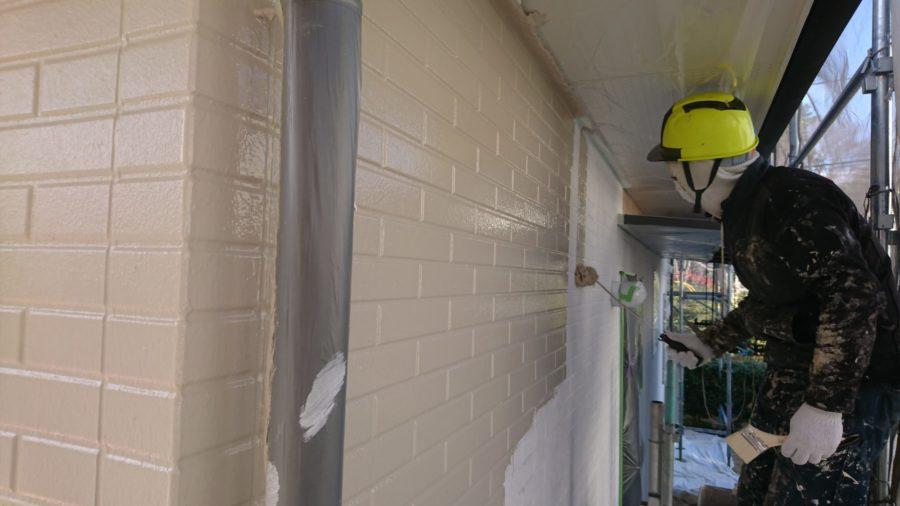 外壁塗装中塗り工程・屋根塗装